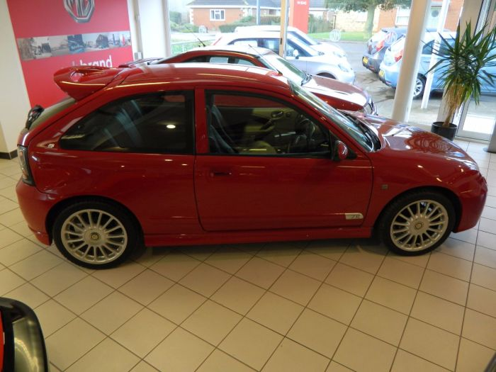 MG ZR 1.4 105 Trophy SE 3dr Hatchback Petrol Red