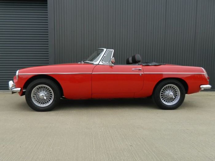 MG MGB 1.8 ROADSTER Sports Petrol Tartan Red